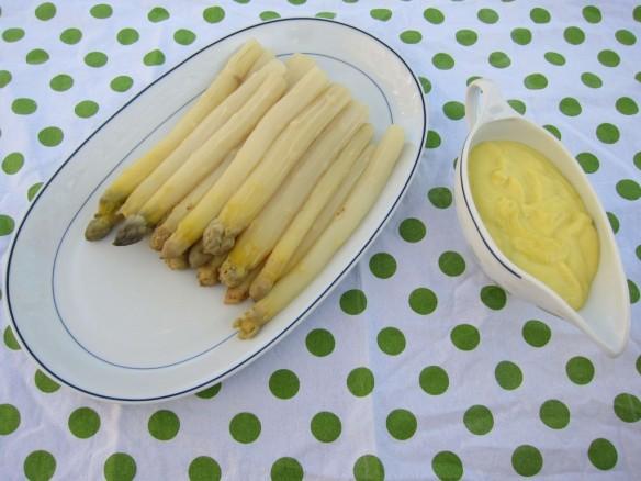 Asparagus & Mousseline Sauce