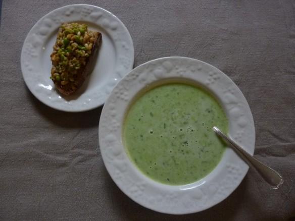 soupe fraîche de pois et sa Brushetta