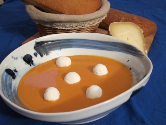 Soupe Froide de Tomates et Billes de Chèvre