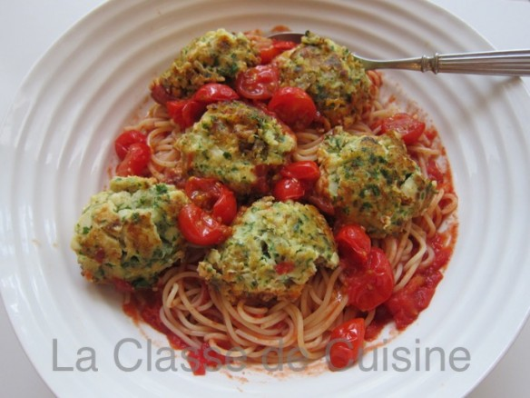 Cod Cakes with Spaghettis and Tomato Sauce