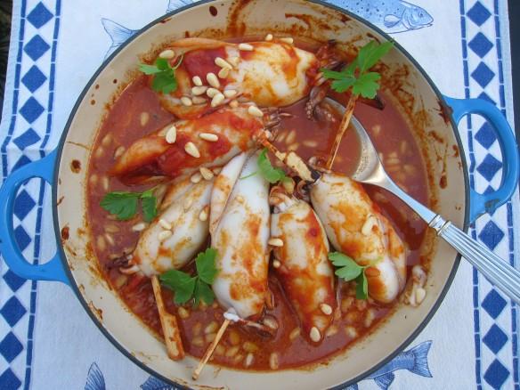 Calamars Farcis avec Sauce Tomate et Pignons de Pin