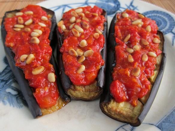 Aubergines Grillées, Tomates et Pignons